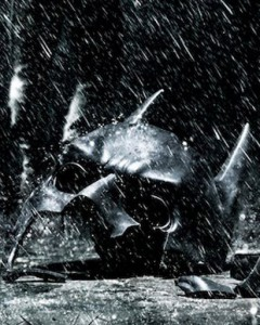 batmans-broken-mask-is-seen-in-part-of-a-new-poster-for-the-dark-knight-rises-the-promotional-image[1]
